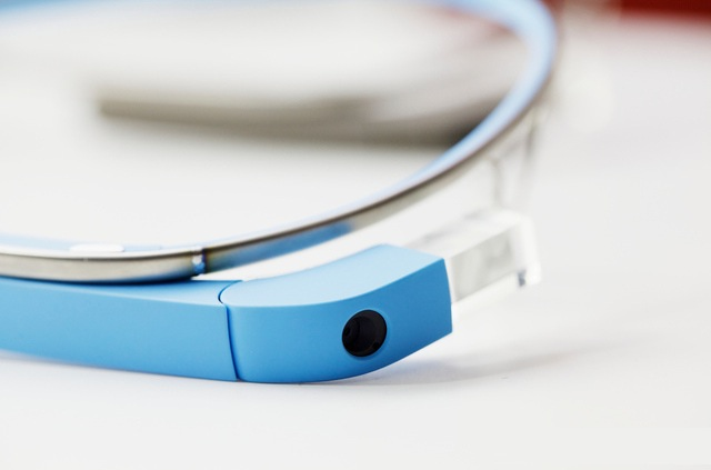 Google Glass - blue glasses